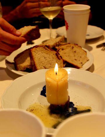 stůl - lojová svíčka